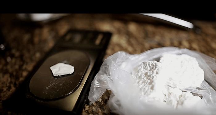 Amsterdamse woningen dicht na vondst drugs en 41.000 euro cash