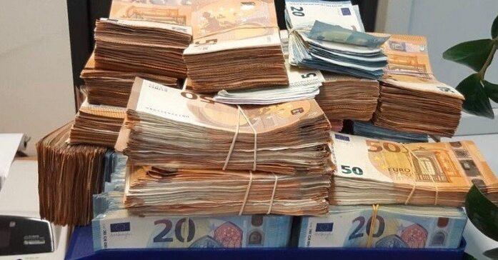 180.000 euro cash en tien kilo cocaïne in woning Amsterdam-Osdorp