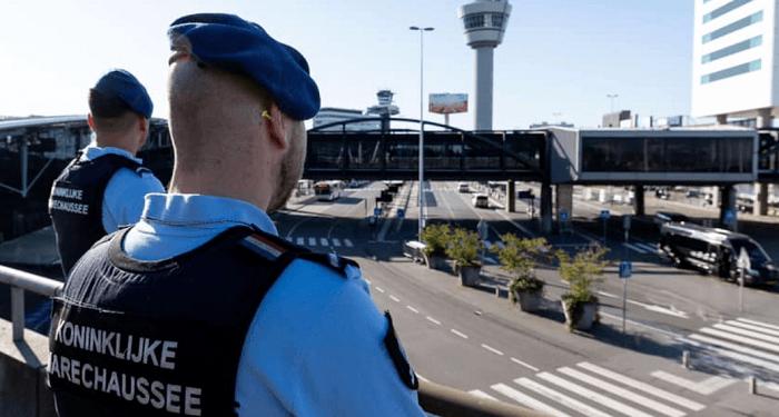 Groot onderzoek marechaussee na derde miljoenendiefstal op Schiphol