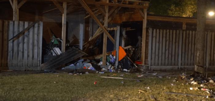 Explosie bij woning verdachte (VIDEO)