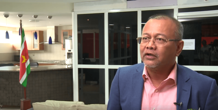 Directeur Surinaamse bank opgepakt (VIDEO)