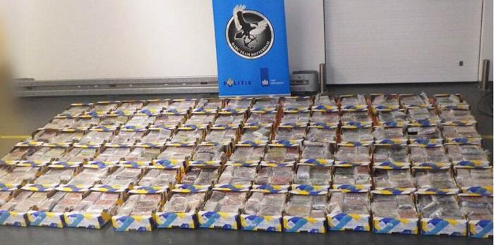 1.000 kilo cocaïne tussen ananassen in Rotterdamse haven onderschept