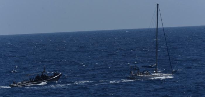 Marineschip onderschept zeilboot met coke