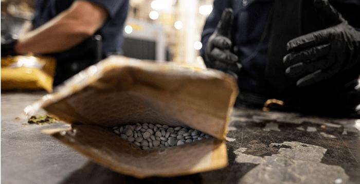 Drietal opgepakt in onderzoek drugshandel per post