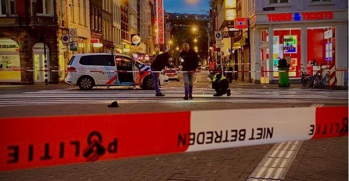 Waarschuwingsschoten nadat bestelbus inrijdt op politiewagen
