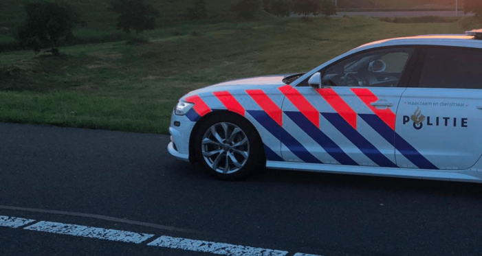 Franse auto crasht in Breda na achtervolging politie