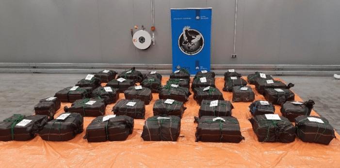 Bijna 1,5 ton cocaïne in Rotterdamse haven