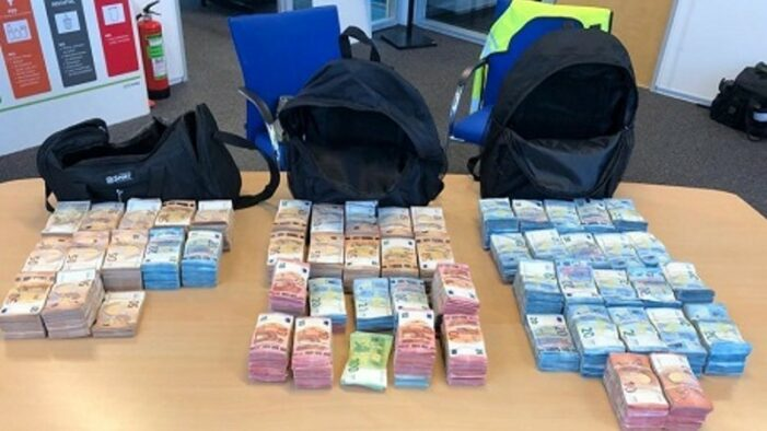 Politie onderschept slordige miljoen cash op de A1