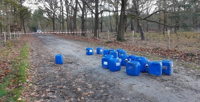 Achttien vaten drugsafval gedumpt in Brabants natuurgebied