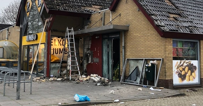 Veel schade bij plofkraak Westervoort, politie zoekt drie daders (UPDATE)