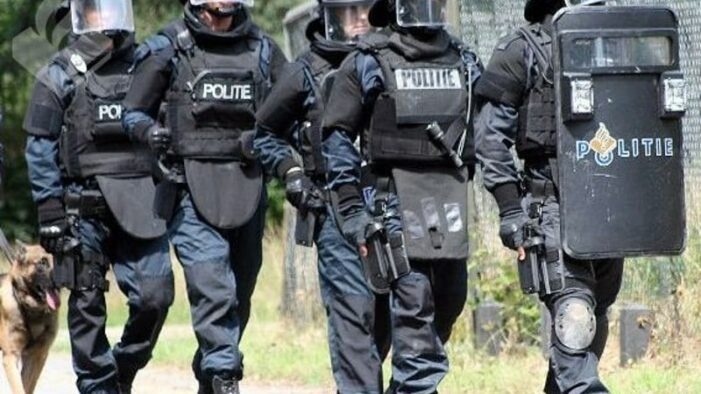 Arrestatieteam stuit op harddrugs en wietkwekerij in woning Amersfoort