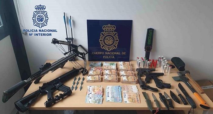 13 arrestaties na vondst 180 kilo wiet in zakken hondenbrokken in Girona (VIDEO)