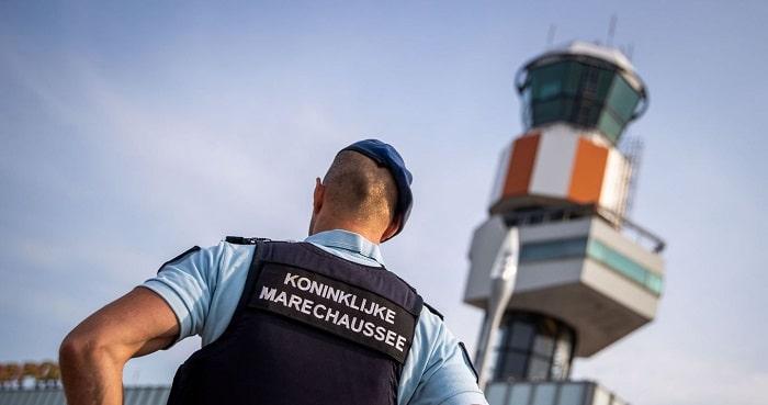 Belg gepakt op Rotterdams vliegveld met 25 kilo hasj in koffer