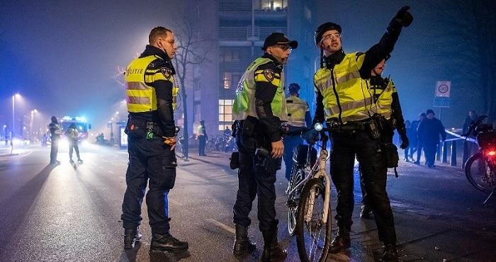 Nieuwsjaarsnacht: meerdere agenten belaagd, tientallen arrestaties (UPDATE)