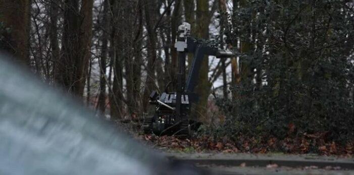 Partij Kalasjnikovs gevonden in Utrechts park (VIDEO)