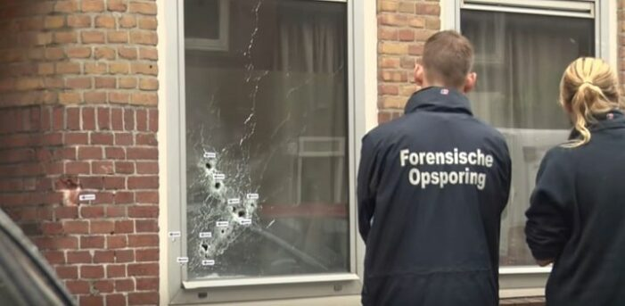 Derde verdachte (20) opgepakt voor doorzeefde woning Amsterdam-Zuid