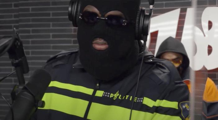 Politie ontstemd over rapper in uniform