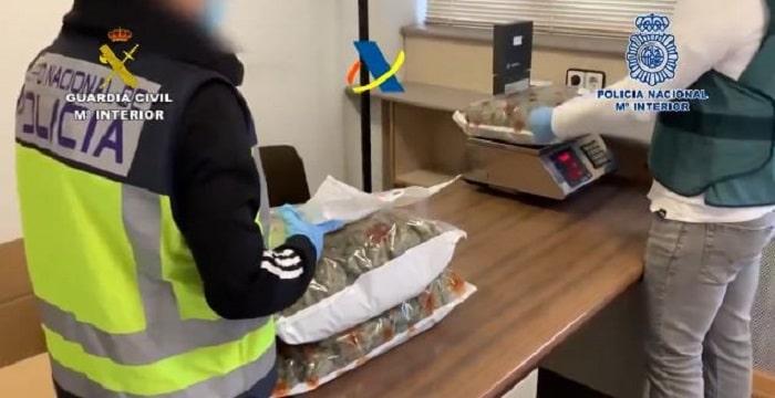 Chinese maffiaclan in Spanje opgerold voor drugshandel via pakketbedrijven