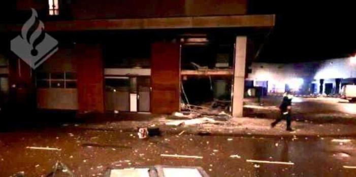 Zwaar explosief blaast gevel uit Amsterdams pand (UPDATE)