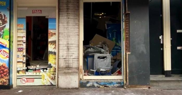 Drietal opgepakt na plofkraak bij avondwinkel in Amsterdam