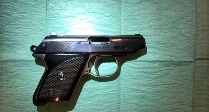 Mannen aangehouden voor kapmes op Schiphol en vuurwapen bij Didam