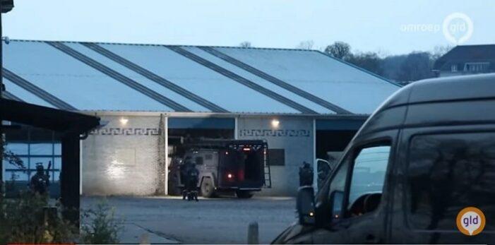 AT beukt met gepantserd voertuig crystal methlab in Arnhem binnen (UPDATE)