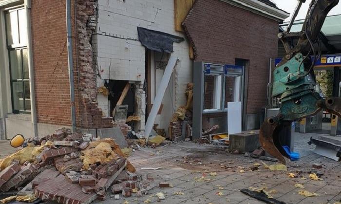 Ravage bij plofkraak op geldautomaat station Apeldoorn