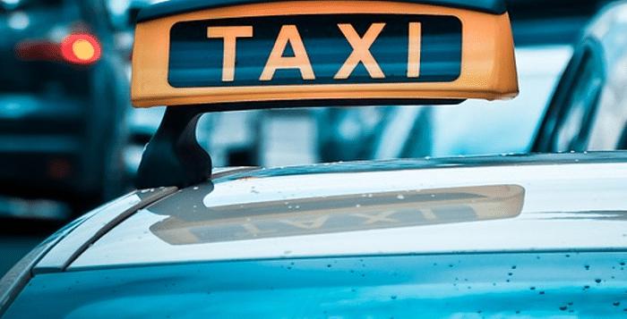 Passagier schiet tijdens taxirit door Tilburg in dashboard