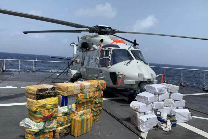 Marineschip pakt bijna 1,3 ton cocaïne in Caraïbische Zee