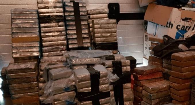 11 miljoen euro cash en 3000 kilo cocaïne gevonden in boerderij