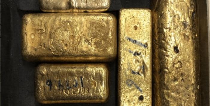 Man met goudstaven in bagage aangehouden op Schiphol