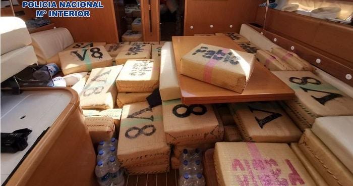 Zes ton hasj onderschept op narcoboot bij Sardinië, drie Bulgaren opgepakt