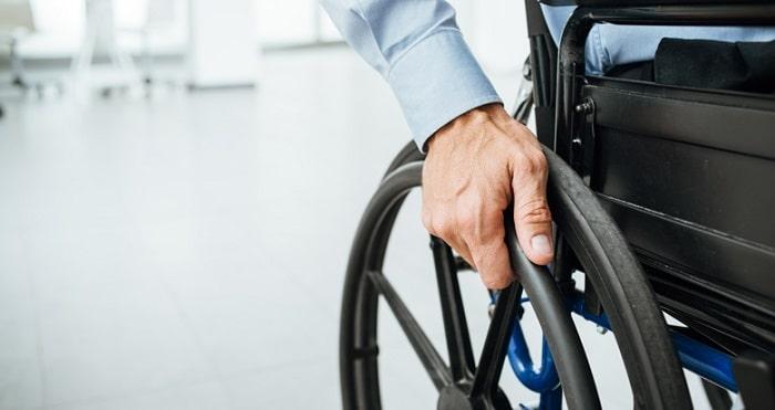 Nederlander (65) in rolstoel opgepakt met 9 kilo coke op Surinaams vliegveld