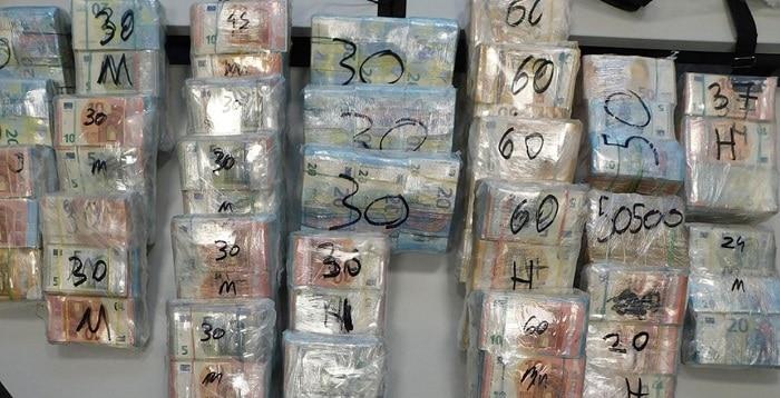 Duitse politie vindt 1 miljoen euro cash en drugs in bestelbusje uit Nederland