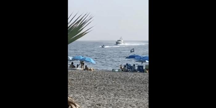 Strandgangers overmeesteren drugssmokkelaar (VIDEO)