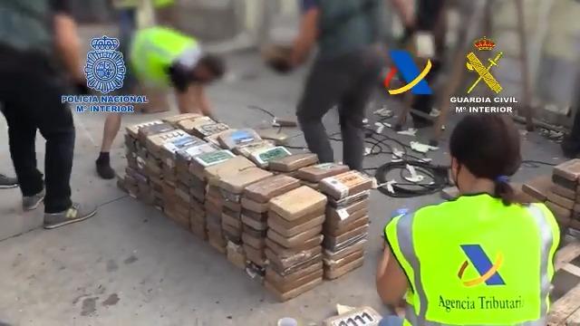 Ruim een ton cocaïne gepakt in Valencia (VIDEO)