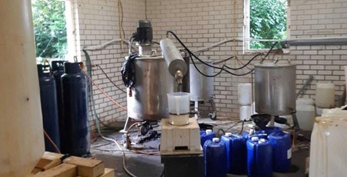 Groot drugslab ontdekt bij leegstaande boerderij in Dalen