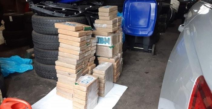 Zes arrestaties, 400 kilo coke, miljoen euro en vuurwapens