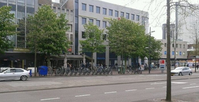 Twee medewerkers AH in Eindhoven neergestoken, verdachte opgepakt (UPDATE)