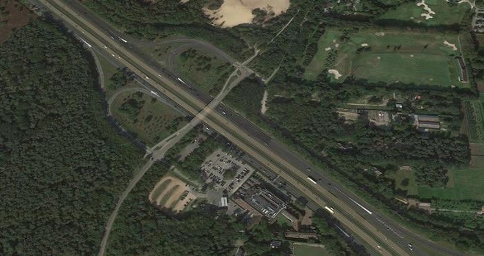 Man (34) opgepakt na aantreffen dode vrouw in auto langs de A1