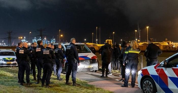 """Twaalf mogelijke """"uithalers"""" opgepakt in Rotterdamse haven"""